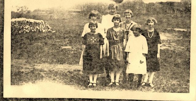 1923 Lower Plum Martha & Genevieve Parazinski, Clara Blaha Back- Celia Mylnek, Valeria Suchla, Laura Truog, Nellie Parazinski (640x332)