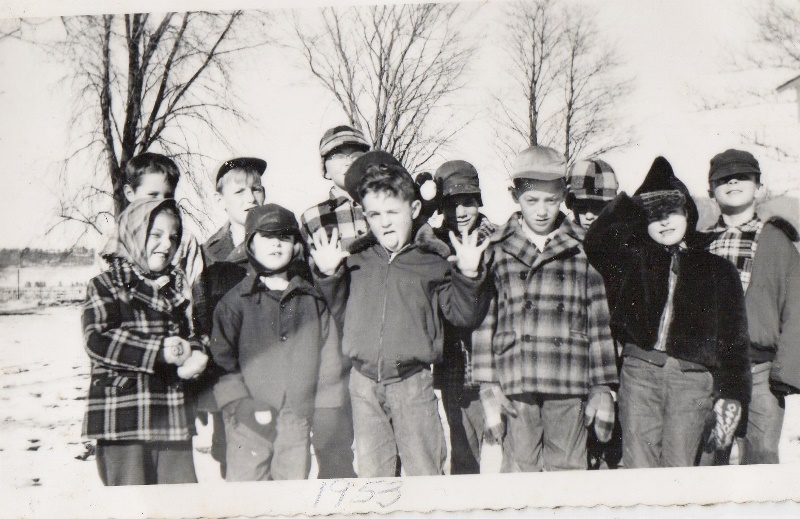 1953 DEcorah Prairie kids (800x519)