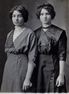 Agnes and Mamie Hunter about 1915.jpg (472x640)
