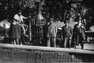 Brick layeers around Sq 1912.jpg