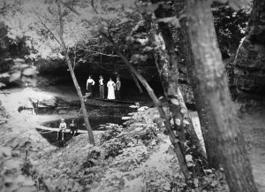 Cave and Spring, High Cliff Park, 1905.jpg