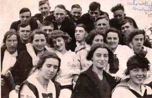 Class of 1915 on Decorah Pk.jpeg