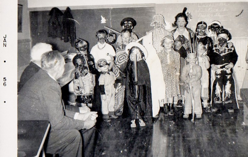 Halloween party Decorah Prairie School (800x508)