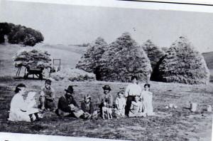 Halvor Evenson Family 1913.jpg