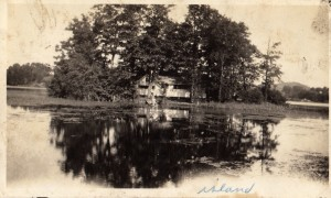 Martin Johnson cottage , island, Lk Marinuka.jpg