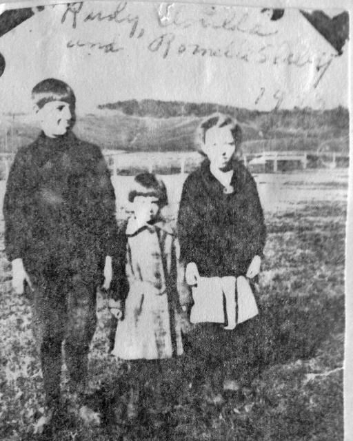 Slaby kids 1933 (512x640)