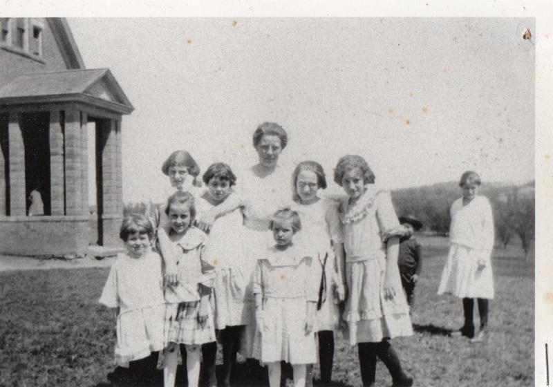 Smith School 1921-22 (800x560)