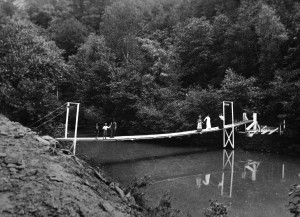 Swinging Bridge to High cCliff Park 1905.jpg