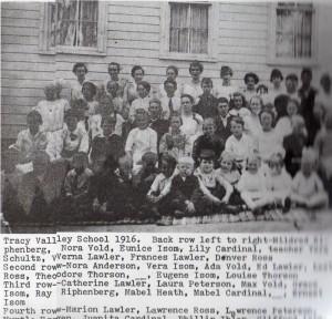 Tracy Valley Sch 1916.jpeg (800x770)