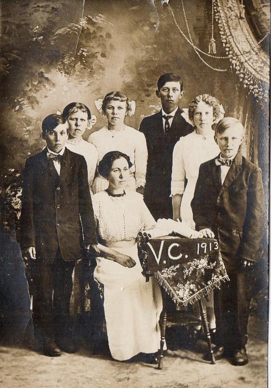 Vosse Coule 1913 teacher Alice Everson (559x800)