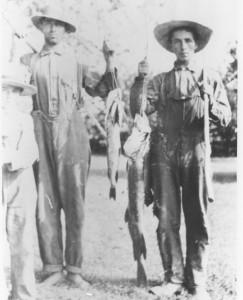 Wm,John and Lucian Hunter 1909.jpg