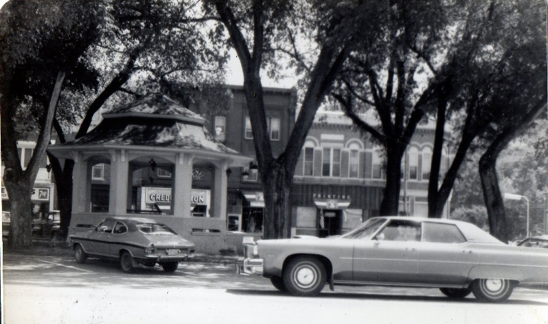 Galesville Square 1970s (800x474)